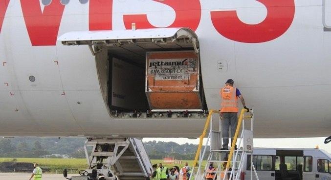 Carregamentos de CoronaVac chegam ao país pelo aeroporto de Guarulhos (SP)
