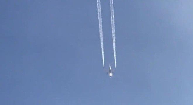 Avião despejou combustível antes de pouso de emergência em Los Angeles