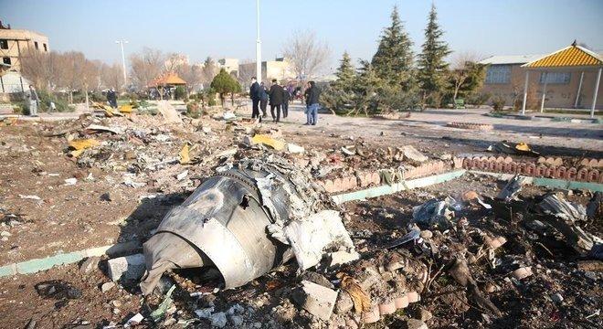 Avião da Ukranian International Airlines levava 176 pessoas quando caiu perto de Teerã, na quarta-feira