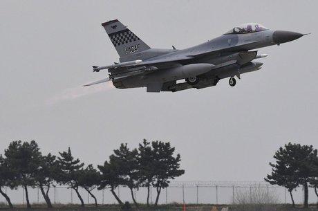 Exercícios militares recentes envolveram cerca de 100 aviões de guerra