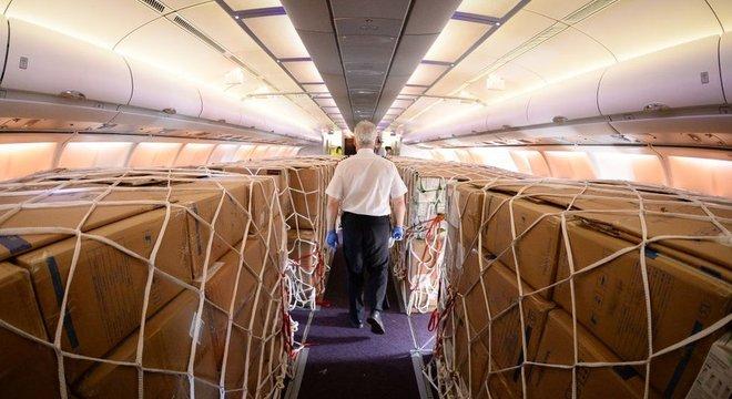 As companhias aéreas têm usado aviões de passageiros para transportar carga durante a pandemia