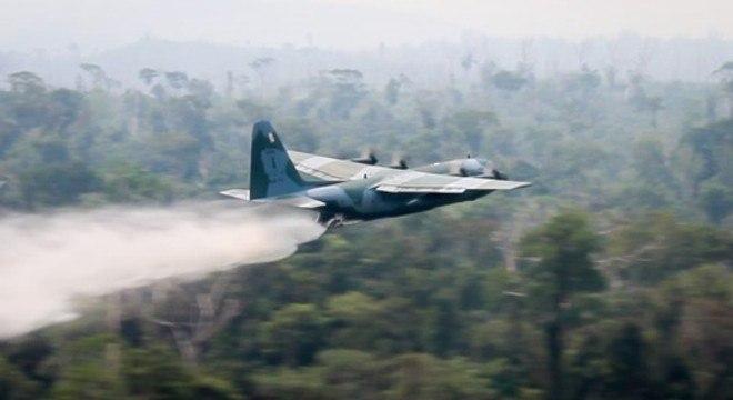 Aeronaves em ação de combate aos incêndios na Amazônia
