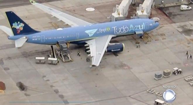 Avião pousou no aeroporto de Viracopos exatamente às 6h desta quinta-feira