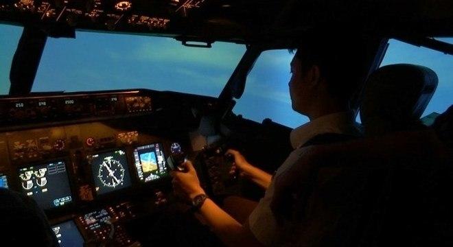 Companhia aérea não treinou os pilotos para usar equipamento presente no avião