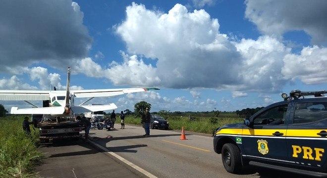 Avião pousou em uma rodovia BR-174 na cidade de Caracaraí em Roraima