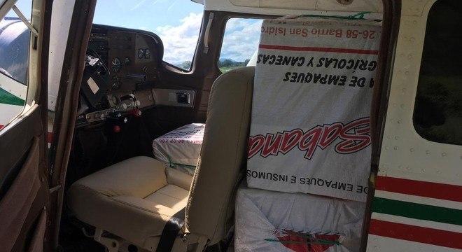 Droga estava em caixas enroladas em sacos de farinha dentro do avião