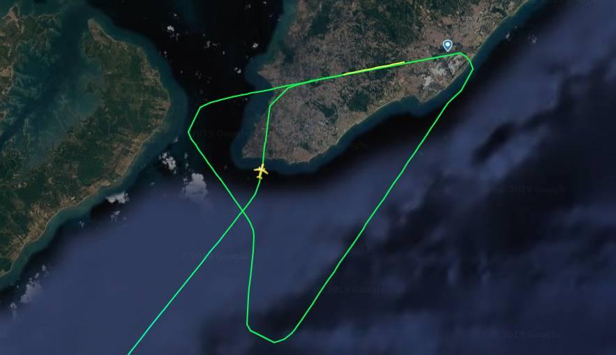Aplicativo mostrou o caminho feito pela aeronave antes e depois de arremeter