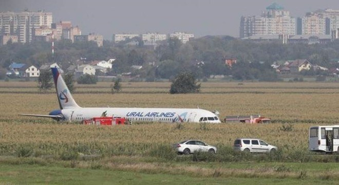 Colisão pouco após decolagem perto de Moscou praticamente destruiu motores