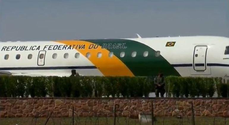 Avião presidencial chega em Congonhas (SP), às 13h15 desta terça-feira (7)