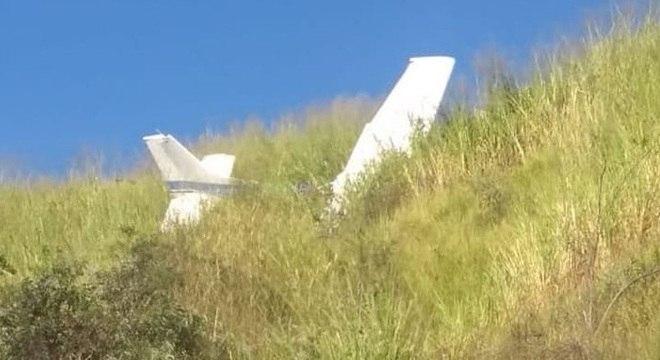 Avião de pequeno porte com duas pessoas cai em região de parque em Belo Horizonte