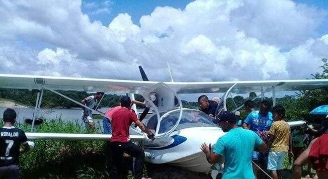 Avião foi encontrado no Rio Japurá, em Maraã, no Amazonas, na quinta-feira (8)