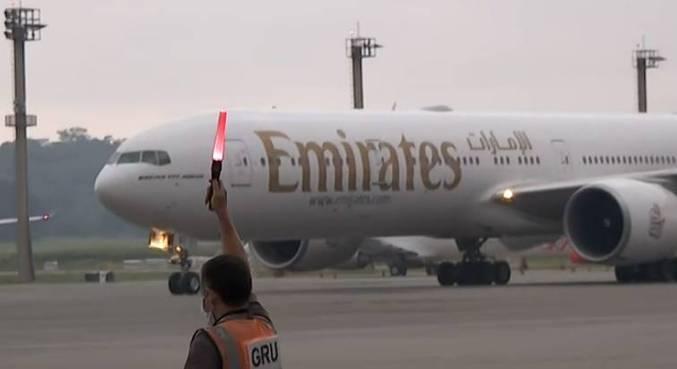 Avião com as vacinas da Índia aterrissa no Aeroporto Internacional de Guarulhos
