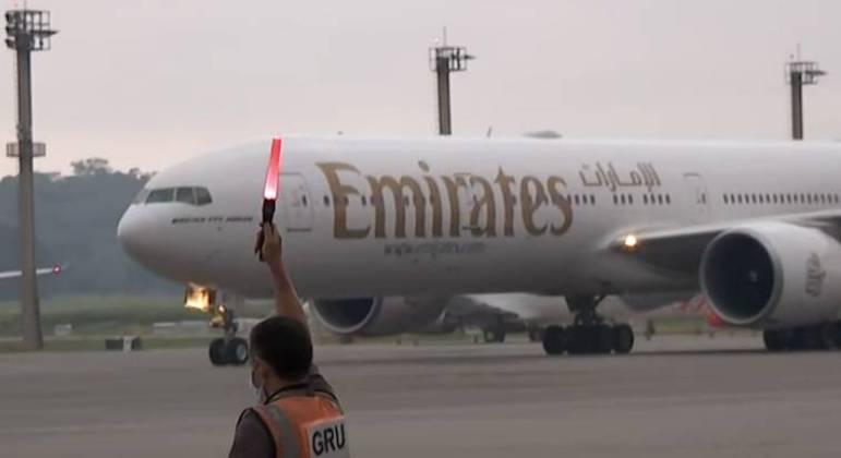 Avião com 2 milhões de doses da vacina de Oxford aterrisou em Guarulhos