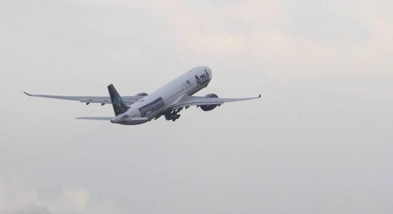 Avião decolou do aeroporto de Viracopos em Campinas, interior de São Paulo, na tarde desta quinta-feira (14)