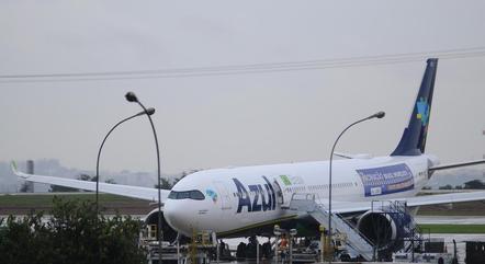 Vista do avião da companhia aérea Azul