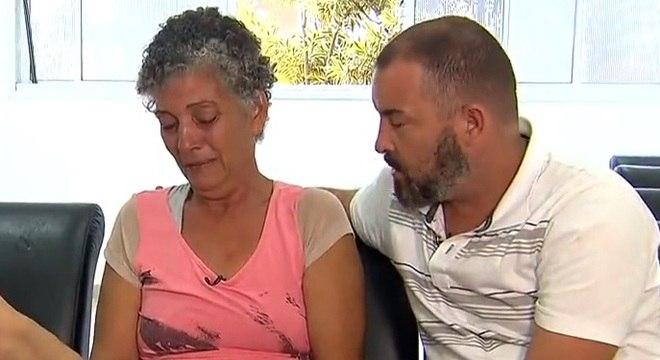 Avó e tio da suspeita cobram respostas sobre mortes de filha, genro e neto