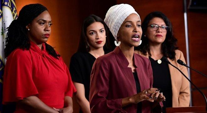 Deputadas democratas (da esq.) Ayanna Pressley, Alexandria Ocasio-Cortez, Ilhan Omar e Rashida Tlaib se reelegeram