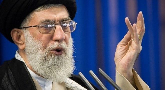 O aiatolá Ali Khamenei criticou as sanções impostas ao Irã pelos EUA
