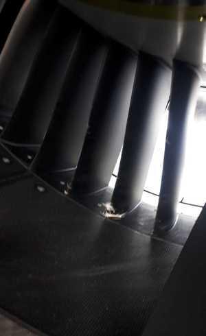 Foto mostra danos em motor de aeronave da Azul