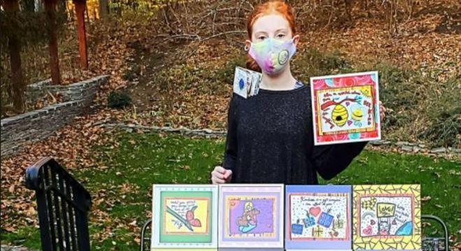 Criança faz arte para ajudar moradores locais durante pandemia