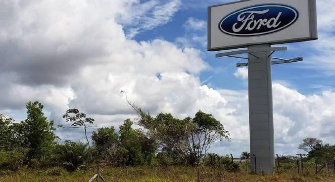 Vista do pátio da montadora Ford na cidade de Camaçari (BA)