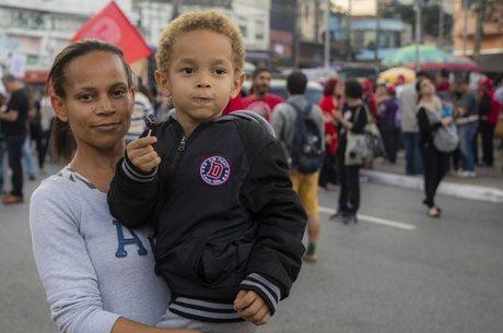 Babá Evanilda Ramos,e seu filho Pietro em SP