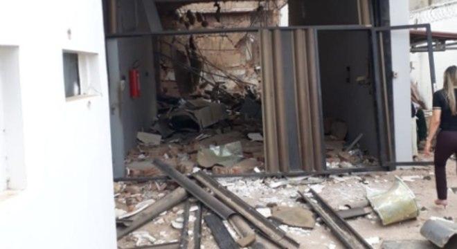 Quadrilha invadiu a cidade e destruiu agências bancárias e veículos