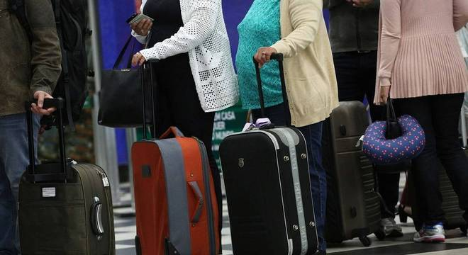 A bagagem de mão pode ter até 55 centímetros de altura, 35 de largura e 25 de profundidade