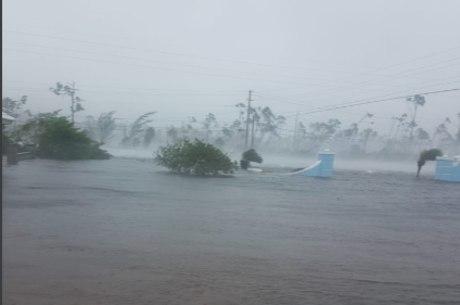 Furacão deixou arquipélago embaixo d'água