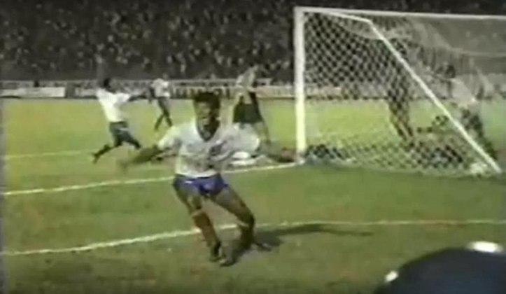 Bahia: 1 vitória- A única vitória do Bahia fora de casa aconteceu em 1964, contra o Internacional