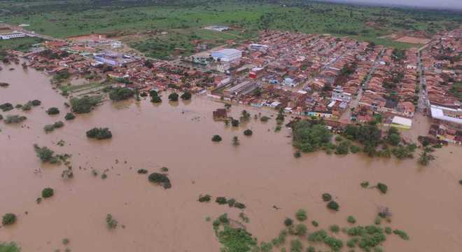 Barragem se rompe em povoado da Bahia e chega a cidade de Coronel João Sá