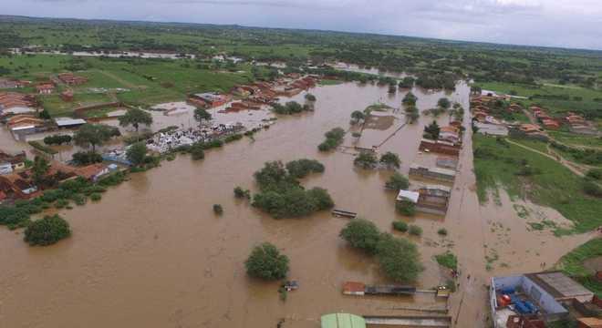 Cerca de 200 famílias foram atingidas em Coronel João Sá, na Bahia