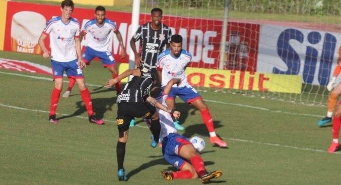 Bahia e Corinthians se enfrentaram neste domingo (20), no estádio Pituaçu (BA)