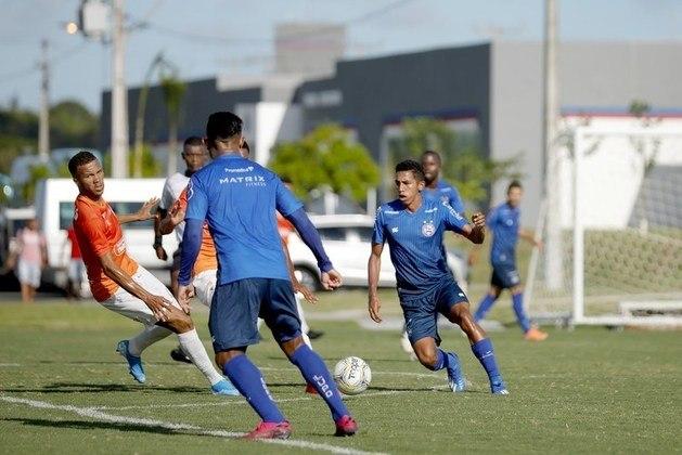 Bahia - O Tricolor reduziu em 25% os salários de jogadores, comissão técnica e diretoria. Segundo o presidente do clube, Guilherme Bellintani, seu próprio salário será suspenso durante a pandemia.