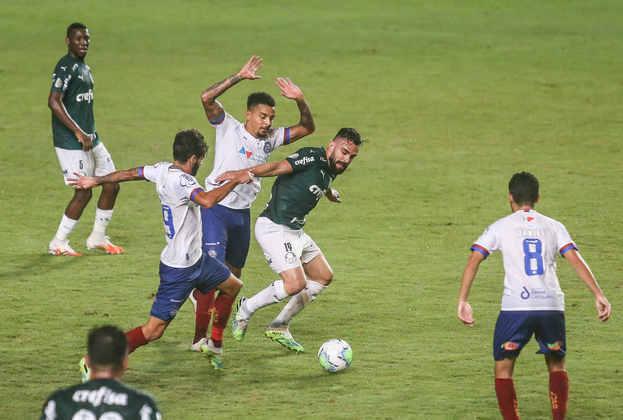 Bahia - Sobe e Desce / Sobe: Não faltou dedicação - É bem verdade que Weverton falhou no lance do gol de empate, mas a equipe lutou muito / Desce: Desatenção - Uma falha em uma saída de bola gerou o gol do Palmeiras.