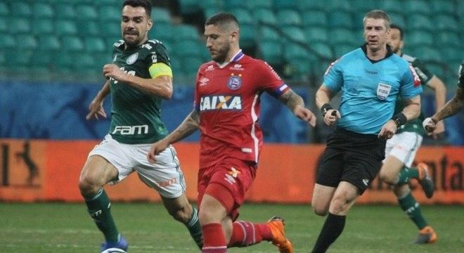 Bruno Henrique perdeu pênalti e árbitro reviu expulsão após consultar VAR