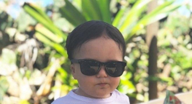 """Bahia. Zé Rafael. O atacante comemorou a data com uma foto do filho Heitor cheio de estilo. """"Que Nossa Senhora abençoe e proteja sempre,todas as crianças desse mundão! Feliz d"""