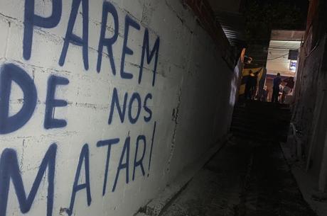 Grafite protesta em viela onde aconteceram mortes