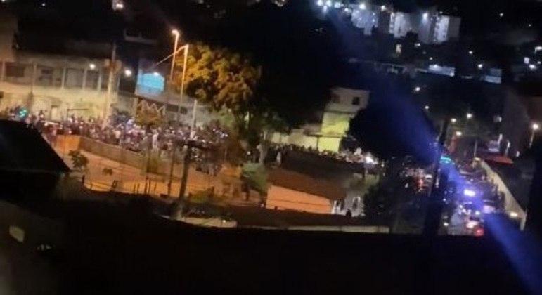 Ruas de Guaianases ficaram tomadas de jovens mesmo em meio à pandemia de covid-19