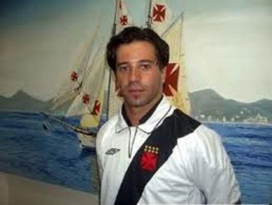 Baixinho e habilidoso, o meia português Dominguez empolgou a torcida do Vasco em seu início no clube em 2005. Porém, acabou perdendo espaço após lesões e pouco jogou pelo Cruz-Maltino. Foram apenas 11 jogos, sem anotar nenhum gol. Hoje em dia ele está aposentado.