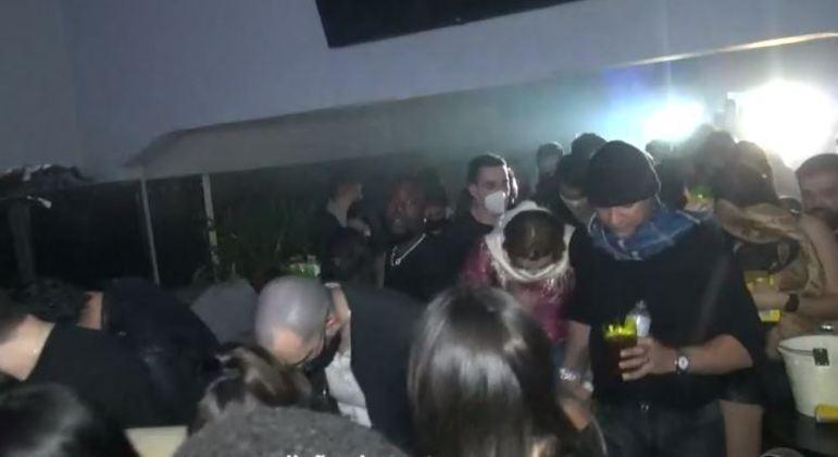 Polícia fecha balada com 200 jovens aglomerados em bairro nobre de São Paulo