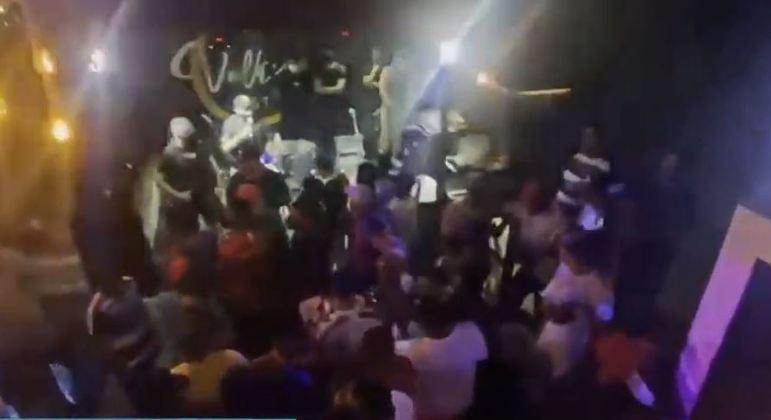 Comitê de Blitz flagra bar com mais de 130 pessoas na zona sul de SP