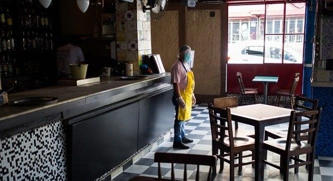 São Paulo, que autorizou a reabertura de bares, tem 323 mil casos confirmados