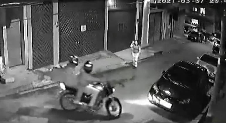 Dois suspeitos armados abordaram mulher no Jardim Ibirapuera
