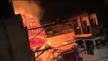 Balão em chamas cai na zona sul de São Paulo e assusta moradores