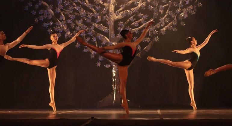 Ballet Paraisópolis em apresentação em Joinville (SC)