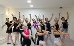 O Balleterapia (@balleterapiaoficial) tem duas unidades físicas, no Tatuapé e em Pinheiros. Mas na pandemia, as aulas estão sendo dadas pela plataforma Zoom, adaptadas a pequenos espaços.