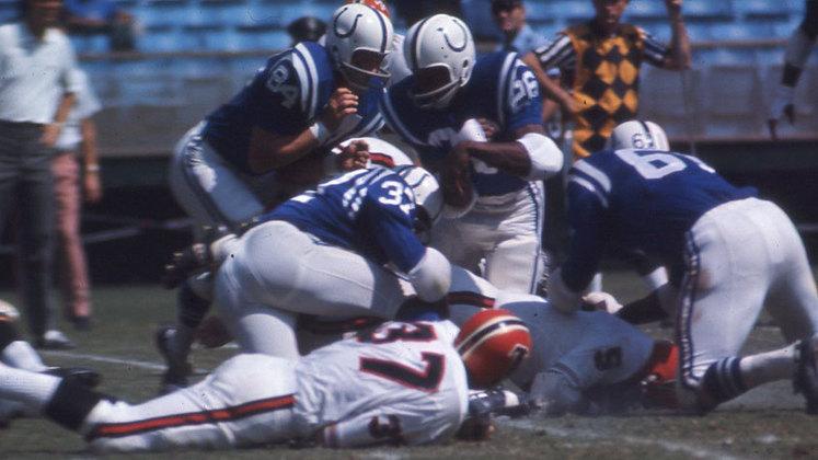 Baltimore Colts (1982). 0 vitórias, 8 derrotas e um empate. A temporada foi menor em decorrência de uma greve da Associação de Jogadores.