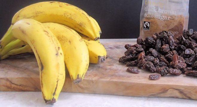 Bananas e uva passa
