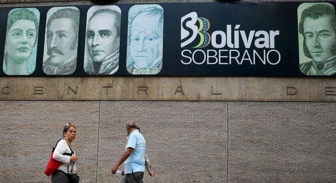 As sucessivas reformas monetárias não conseguiram conter a perda de valor do bolívar e o aumento do uso de moeda estrangeira